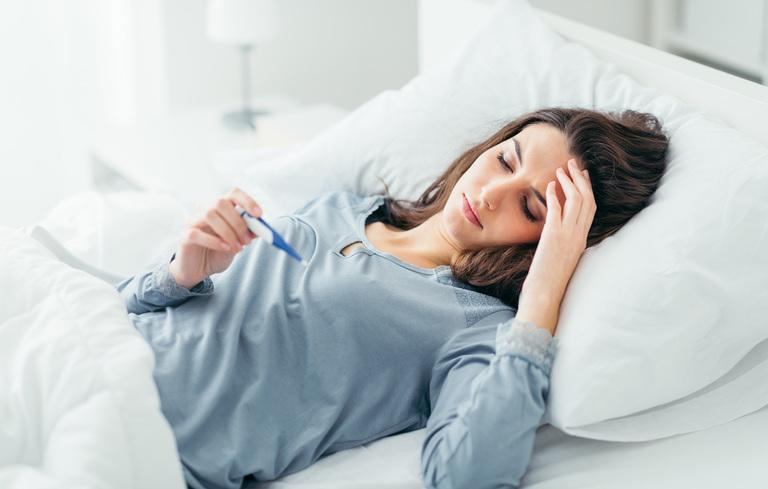 Sốt cao, mệt mỏi cũng là triệu chứng thường gặp của bệnh sỏi mật