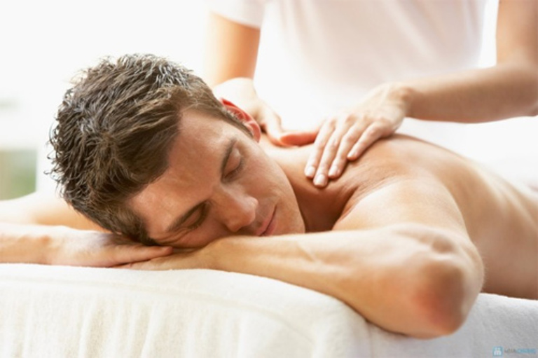 Nhờ các động tác xoa bóp đúng cách, máu huyết sẽ được lưu thông thuận lợi và cơ được thư giãn. Nhờ đó, tình trạng đau được cải thiện.