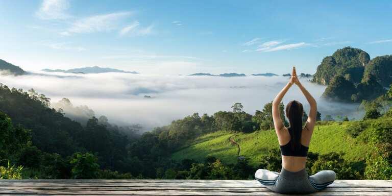 Tác dụng chính của các động tác Yoga trong chữa bệnh thoái hóa đốt sống cổ là khiến khí huyết lưu thông tốt hơn.
