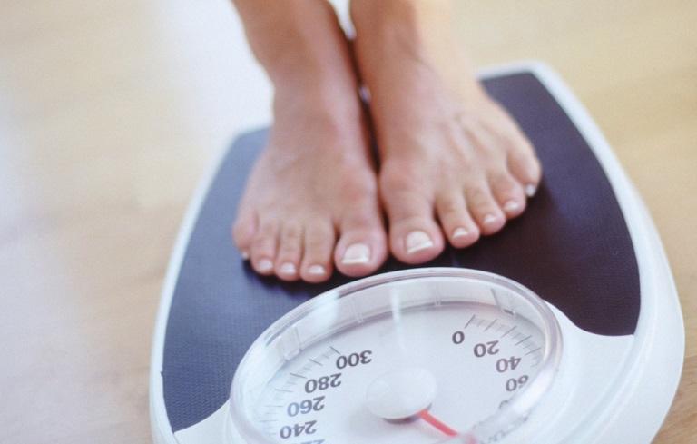 Buồng trứng đa nang tuổi dậy thì gây ra hiện tượng thừa cân, tăng cân rõ rệt