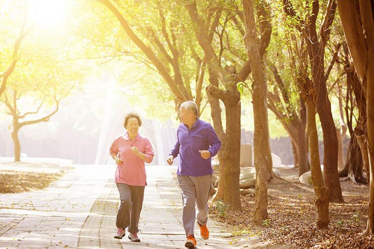 Bệnh nhân thoái hóa cột sống có nên chạy bộ không?