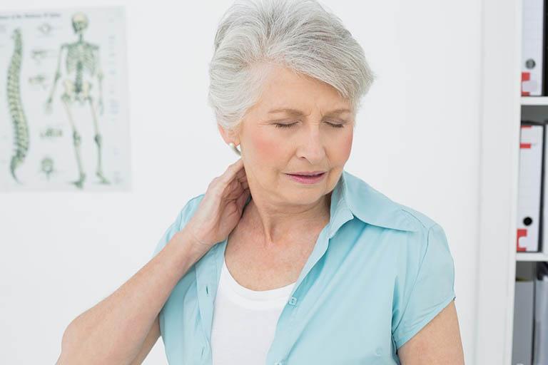 Vì sao thoái hóa đốt sống cổ gây thiếu máu não?