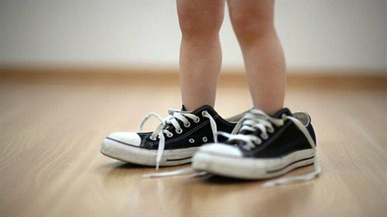 Trẻ bị đau nhức xương khớp đôi khi là dấu hiệu của nhiều bệnh lý nguy hiểm.