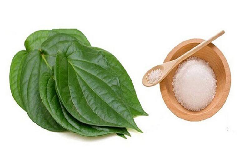 Sử dụng lá trầu không là cách trị nám da được nhiều chị em áp dụng