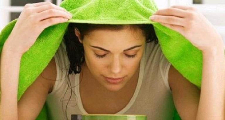 Xông hơi lá trầu không giúp tinh chất thẩm thấu nhanh vào tế bào da