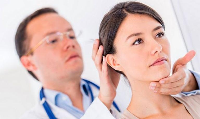 Áp dụng vật lý trị liệu để cải thiện tình trạng đau đầu do thoái hóa đốt sống cổ gây ra