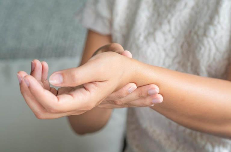 Bệnh viêm khớp dạng thấp có di truyền?
