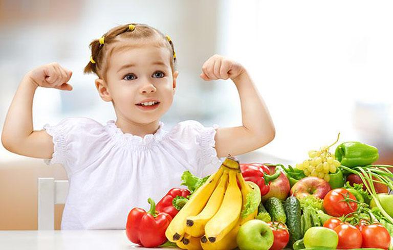 Người bệnh nên ăn nhiều trái cây và rau xanh để nâng cao sức đề kháng