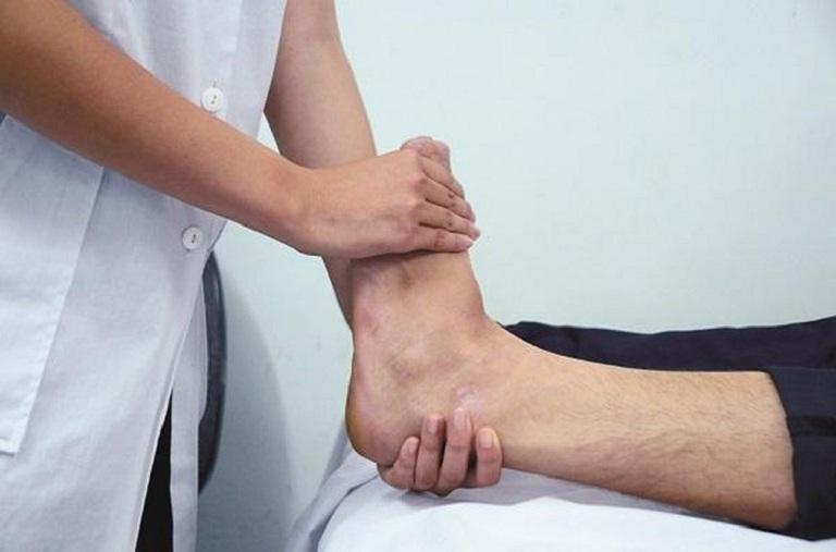 Bước sang giai đoạn 3, người bệnh sẽ thấy biểu hiện xơ gan cổ trướng là phù chân tay