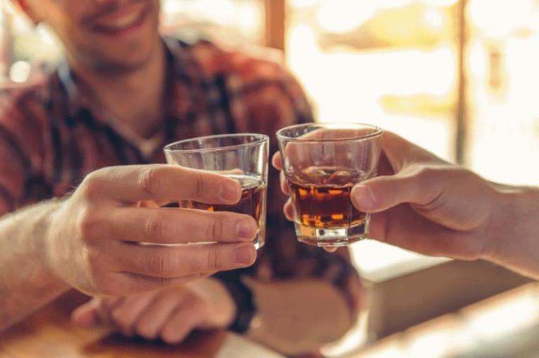 Người thường xuyên uống rượu có khả năng bị xơ gan rất cao