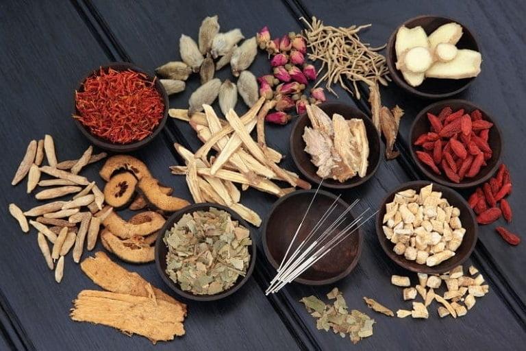 Bài thuốc thảo dược trị viêm nang lông của Trung tâm Da liễu Đông y Việt Nam an toàn, hiệu quả toàn diện