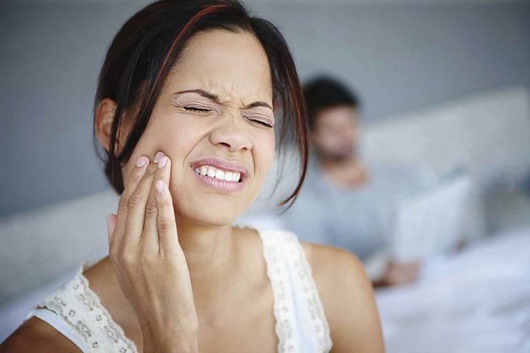 Triệu chứng của bệnh viêm khớp thái dương hàm