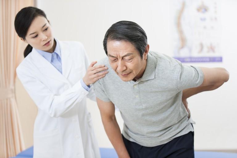 Bệnh vôi hóa đốt sống lưng và cách chữa trị