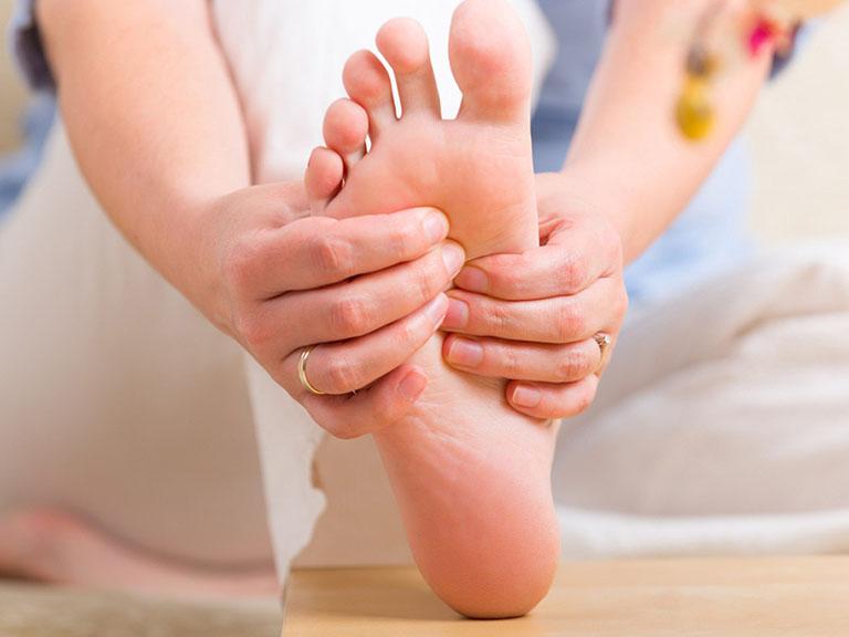 bị tê chân là bệnh gì