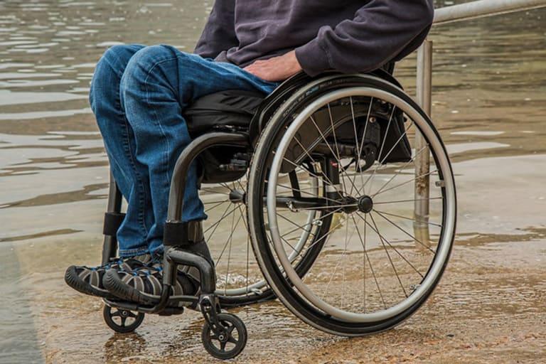 Nhiều người phải đối mặt với bại liệt, tàn phế suốt đời vì coi thường không chữa đau vai gáy