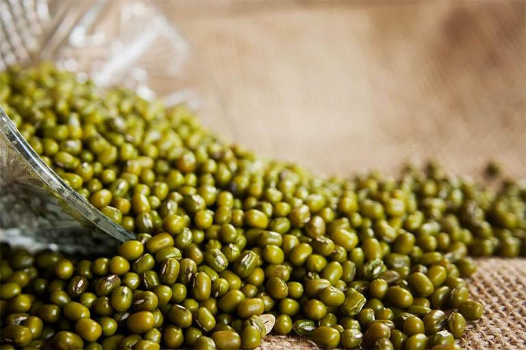 Các đối tượng tỳ vị hư hàn, tiêu chảy không được các chuyên gia khuyến cáo sử dụng đậu xanh để trị bệnh giời leo