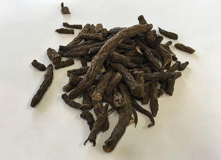 Hình ảnh phần thân rễ cây sâm cau phơi khô