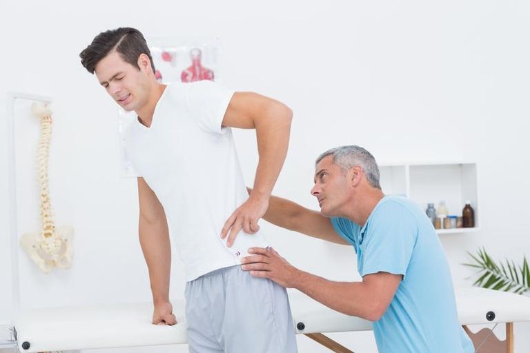 Có nên châm cứu chữa đau lưng