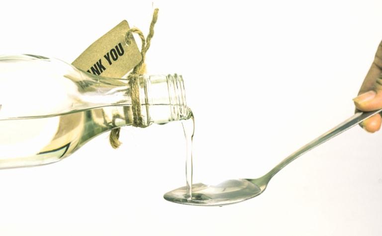 Sử dụng dầu dừa trong các bữa ăn hàng ngày mang lại nhiều lợi ích cho chị em