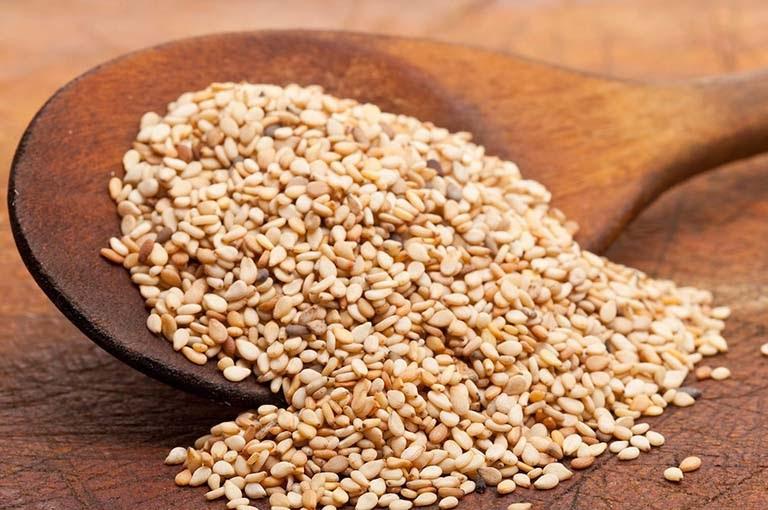 Các dưỡng chất trong hạt mè có khả năng hỗ trợ điều trị tóc bạc sớm, kích thích sợi tóc chắc khỏe