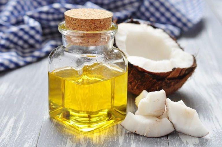Dầu dừa chứa nhiều dưỡng chất giúp tóc đen mượt, giảm gãy rụng