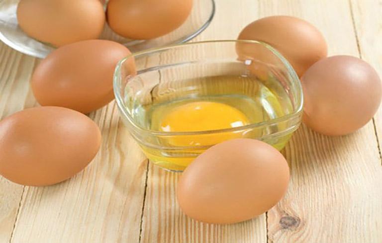 Phương pháp dân gian chữa vảy nến sử dụng nguyên liệu là lòng đỏ trứng gà