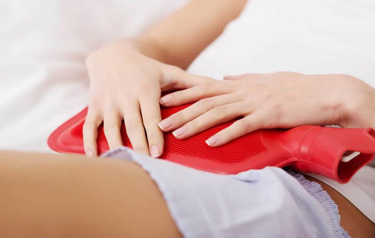 Chườm ấm là cách chữa đau bụng kinh nhanh nhất tại nhà