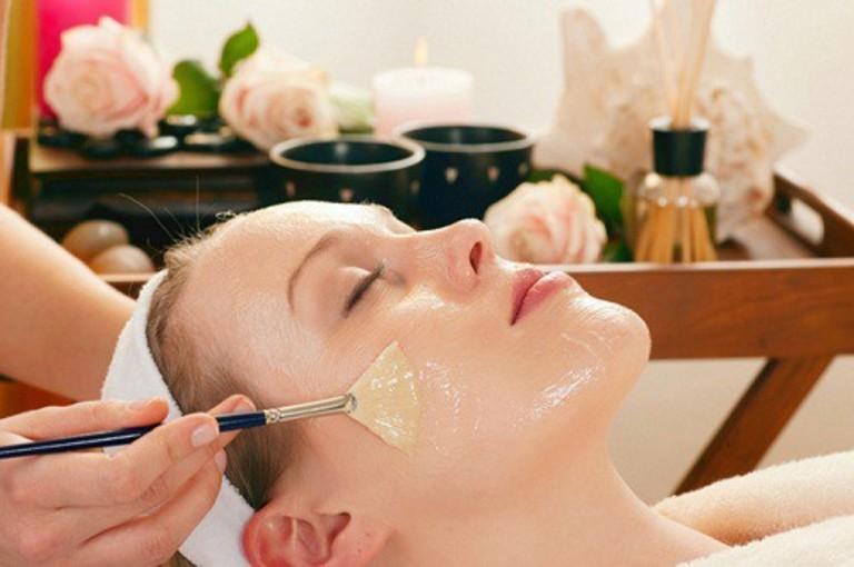 Nếu bạn chịu được mùi tanh của lòng trắng trứng thì đây là một giải pháp tuyệt vời để thu nhỏ lỗ chân lông trên mặt.