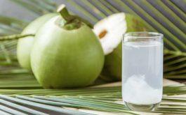 Đau bụng kinh uống nước dừa