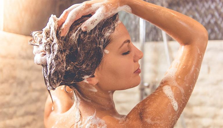 Giới thiệu các sản phẩm dầu gội đầu chuyên điều trị nấm da đầu được bày bán phổ biến tại các cửa hàng thuốc Tây y