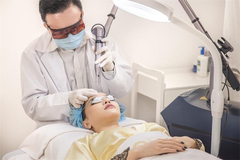 Điều trị tàn nhang bằng laser là phương pháp khá phổ biến