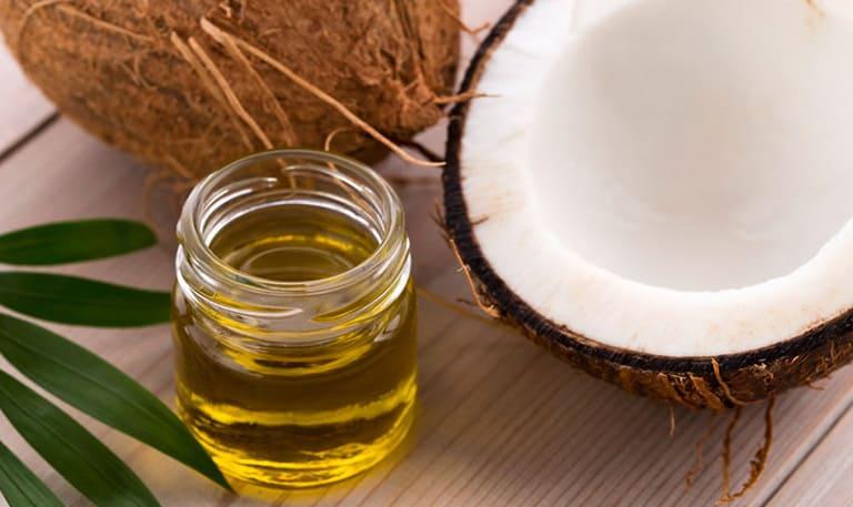Dầu dừa có thể chữa chàm đỏ ở trẻ sơ sinh. Bạn có thể dùng nó dạng nguyên chất hoặc kết hợp với lá trầu không hay bột yến mạch.