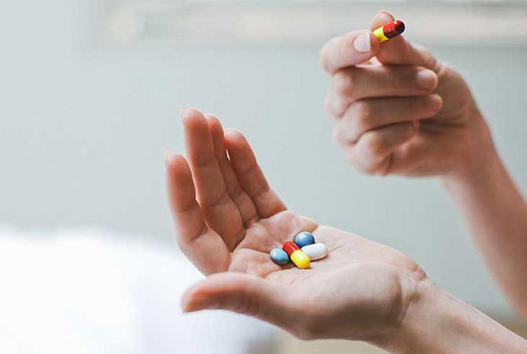 Sử dụng thuốc Tây cải thiện các triệu chứng và ngăn ngừa bệnh chuyển biến nặng