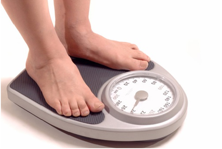 Duy trì cân nặng hợp lý để hạn chế gây áp lực lên khớp cổ chân
