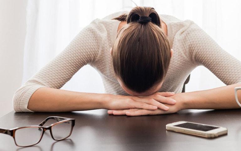 Ra khí hư kèm các dấu hiệu viêm ngứa ảnh hưởng lớn đến chất lượng cuộc sống và công việc