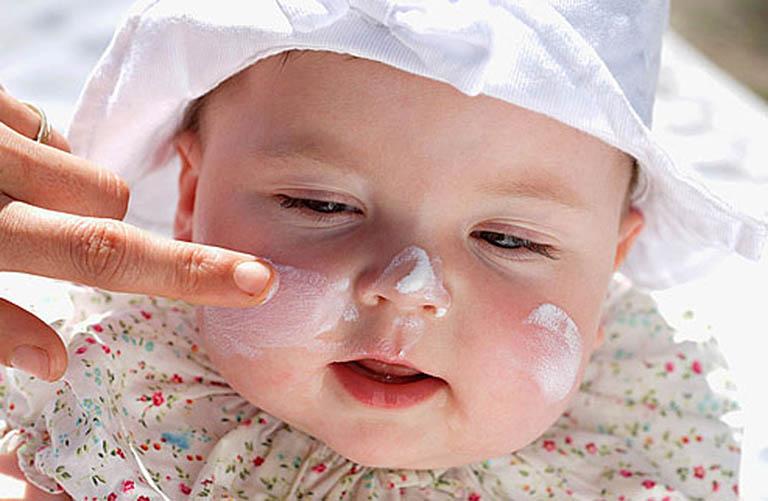 Lang ben ở trẻ sơ sinh và cách điều trị an toàn