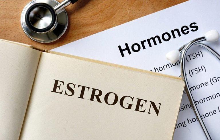 Sử dụng hormone thay thế để cải thiện rong kinh do vấn đề về buồng trứng