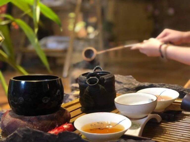 Nấu nước lá sake chữa tình trạng vàng da do viêm gan và nhiều bệnh lý khác.