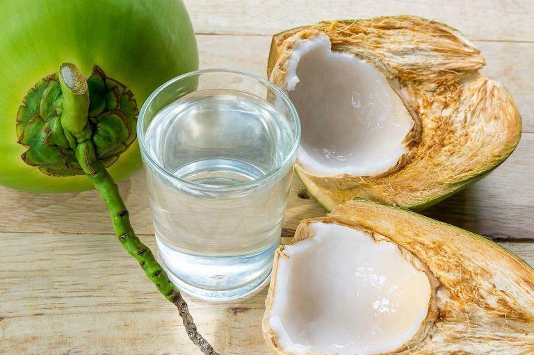 Nấu nước dừa để trị bệnh dạ dày