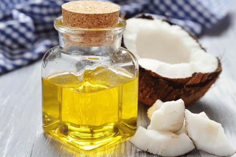 Ủ tóc với dầu dừa