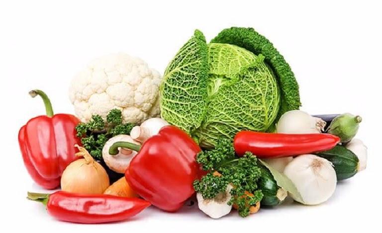 Người bệnh nên tăng cường ăn rau củ quả để hỗ trợ điều trị tóc bạc sớm hiệu quả