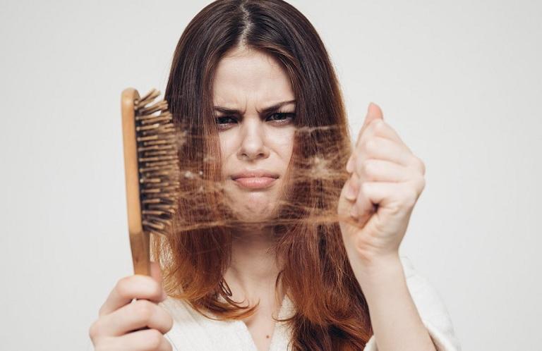 Rụng tóc không rõ nguyên nhân khiến bạn lo lắng?