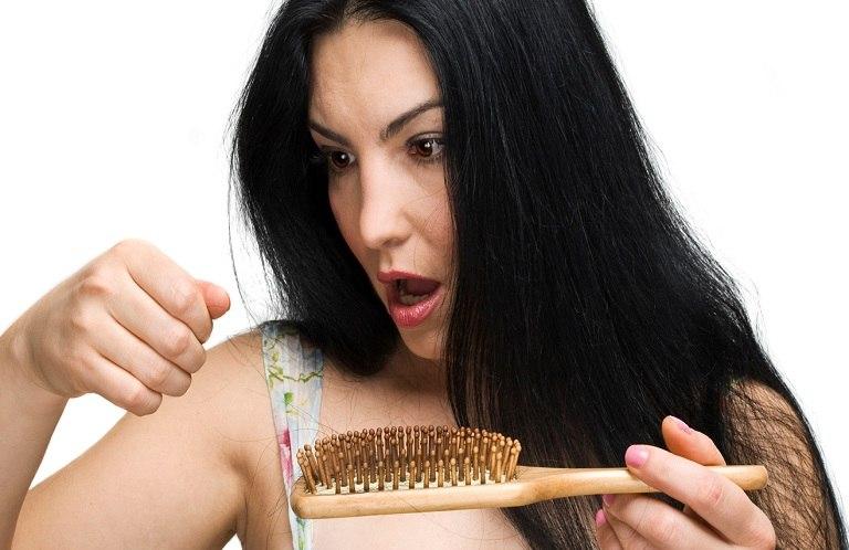 Nguyên nhân rụng tóc sau sinh là gì?
