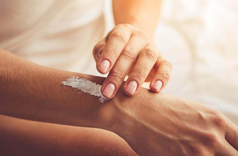 Khắc phục nổi bóng nước trên da bằng thuốc