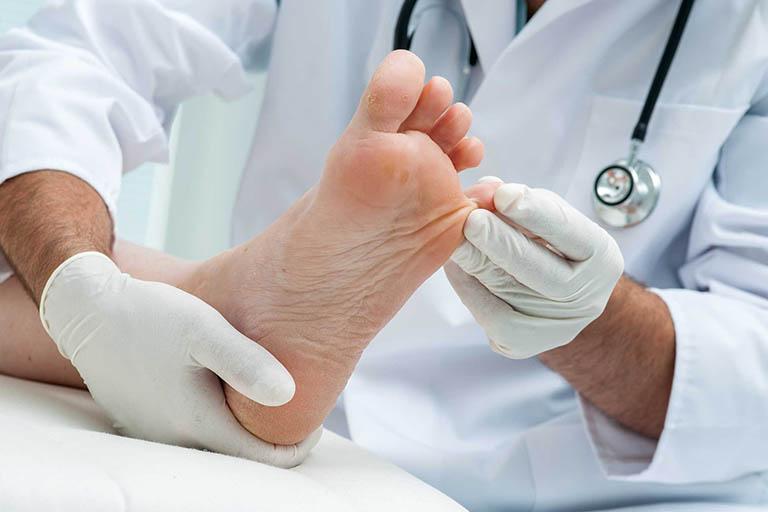 Phương pháp chẩn đoản nổi mụn nước ngứa ở lòng bàn tay, bàn chân