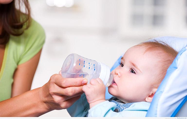 Chăm sóc và phòng tránh bệnh tái phát cho trẻ bị viêm họng mủ