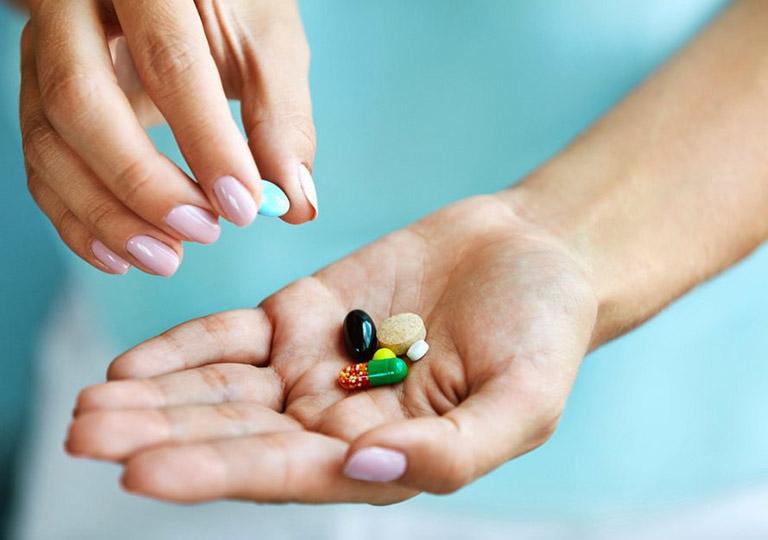Dùng thuốc giảm đau để đẩy lùi triệu chứng của bệnh