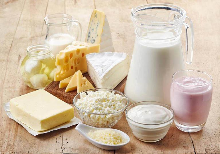 Sử dụng sữa và các chế phẩm từ sữa giúp bổ sung canxi cho cơ thể