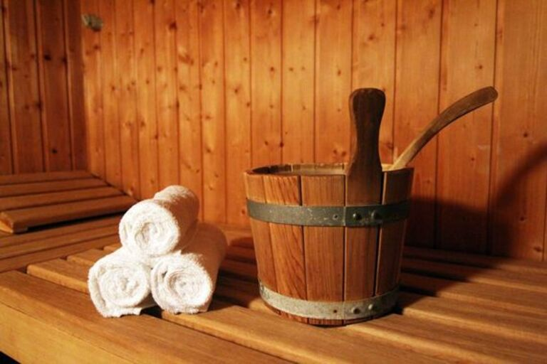 Tắm nước lá cây vằng chữa được tình trạng lở chốc.