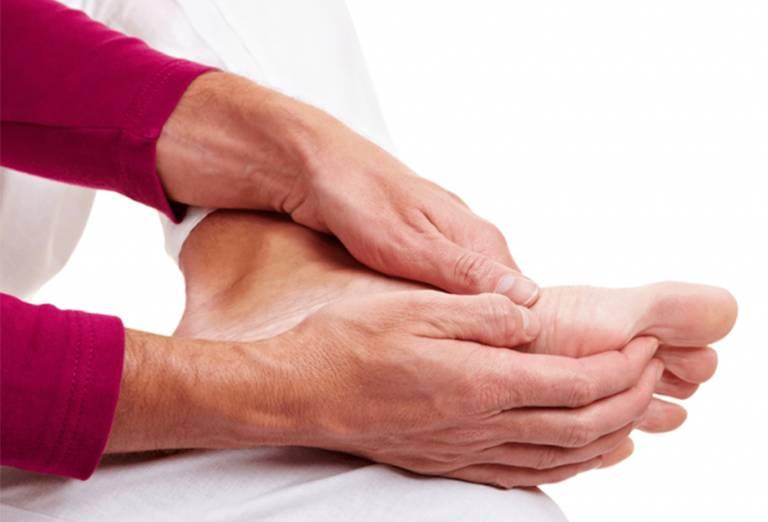 Tê bì chân tay là tình trạng xảy ra khá phổ biến có thể gặp ở mọi đối tượng